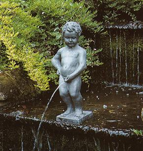 manneken_pis_boy_peeing_urinating_outdoor_garden_water_fountain_pond
