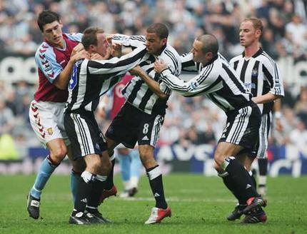 kieron-dyer-lee-bowyer-punchup