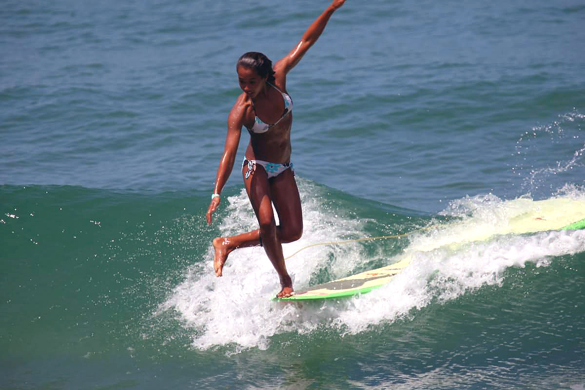 new picture game - Page 11 Longboard-surfer-girl